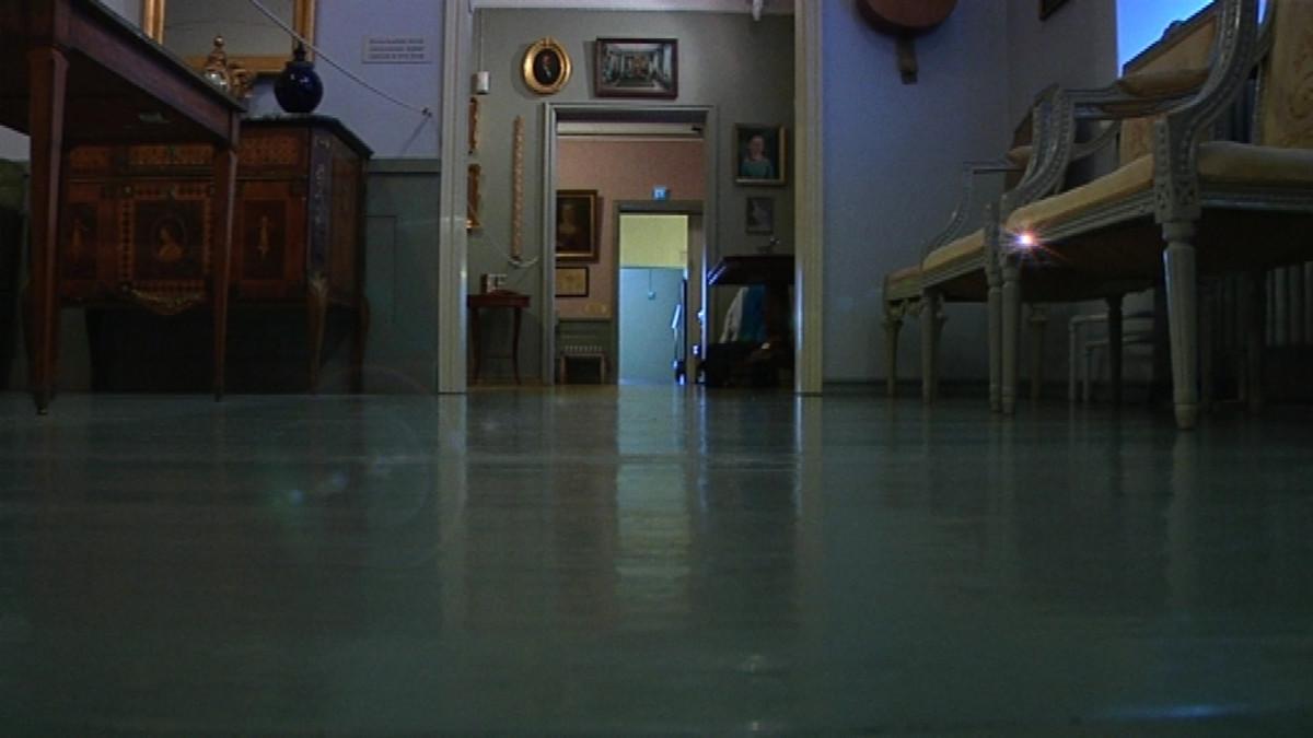 Tarinan mukaan Pohjanmaan museon perustaja Karl Hedman vartioi yhä kokoelmiaan kummituksena.