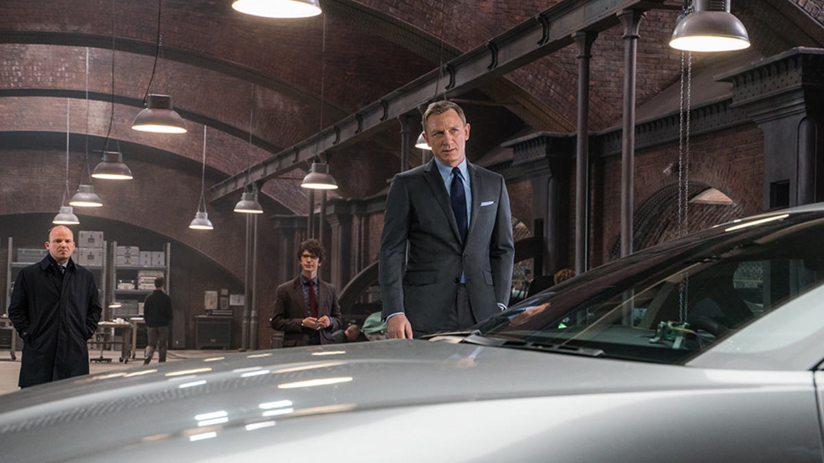 Bond autonsa kanssa