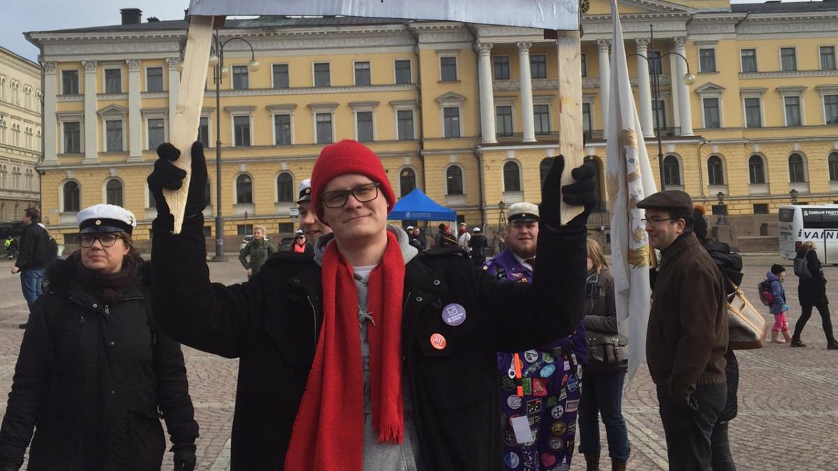 Opintotuen leikkausta vastustava mielenosoitus Helsingissä 9. maaliskuuta 2016.
