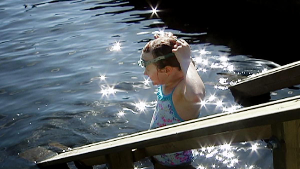 Lapsi ui Vantaa Kuusijärvessä.