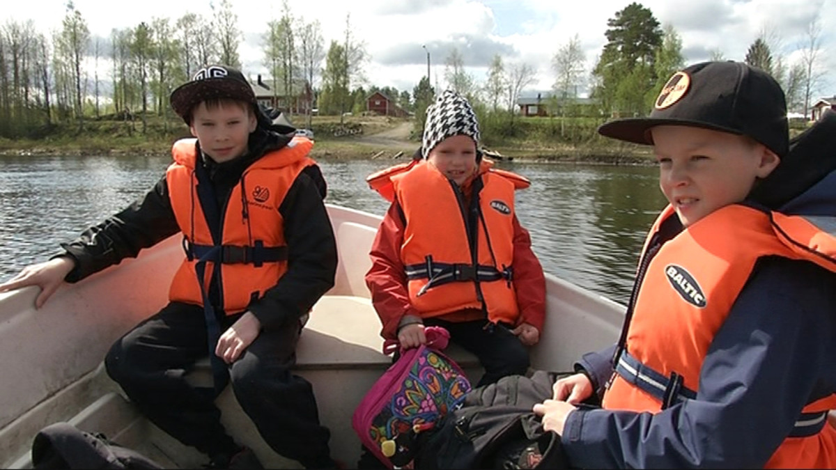 Koululaiskyyti Iijoen yli Jakkukylässä alkaa toukokuussa.