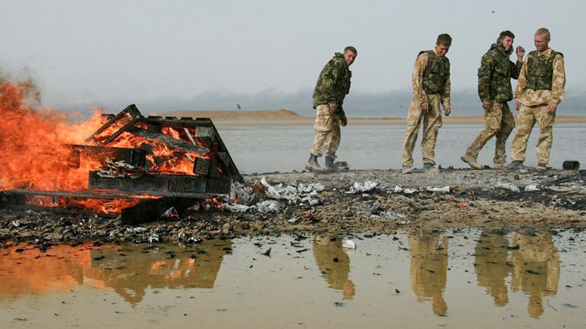 Brittisotilaita Basran lähistöllä Irakissa 30. maaliskuuta 2003.