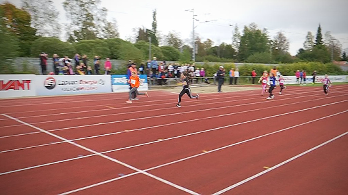Lapsia juoksemassa juoksukilpailussa