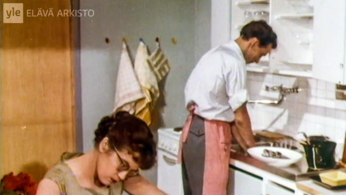 mies ja vaimo keittiössä