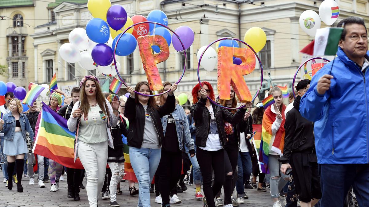 Helsinki Pride -kulkue Helsingissä 1. heinäkuuta 2017.
