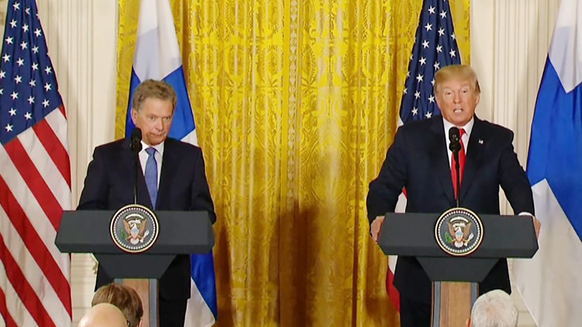 Sauli Niinistö ja Donald Trump tiedotustilaisuudessa Valkoisessa talossa maanantaina.
