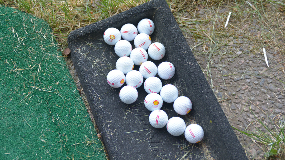 Golfbollar på Bruksgolf i Pojo.
