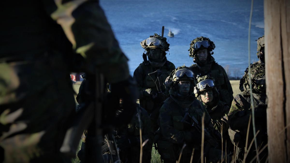 Suomalaisia rannikkojääkäreitä Nato Trident Juncture 18 -harjoituksessa Trondheimissa, Norjassa.