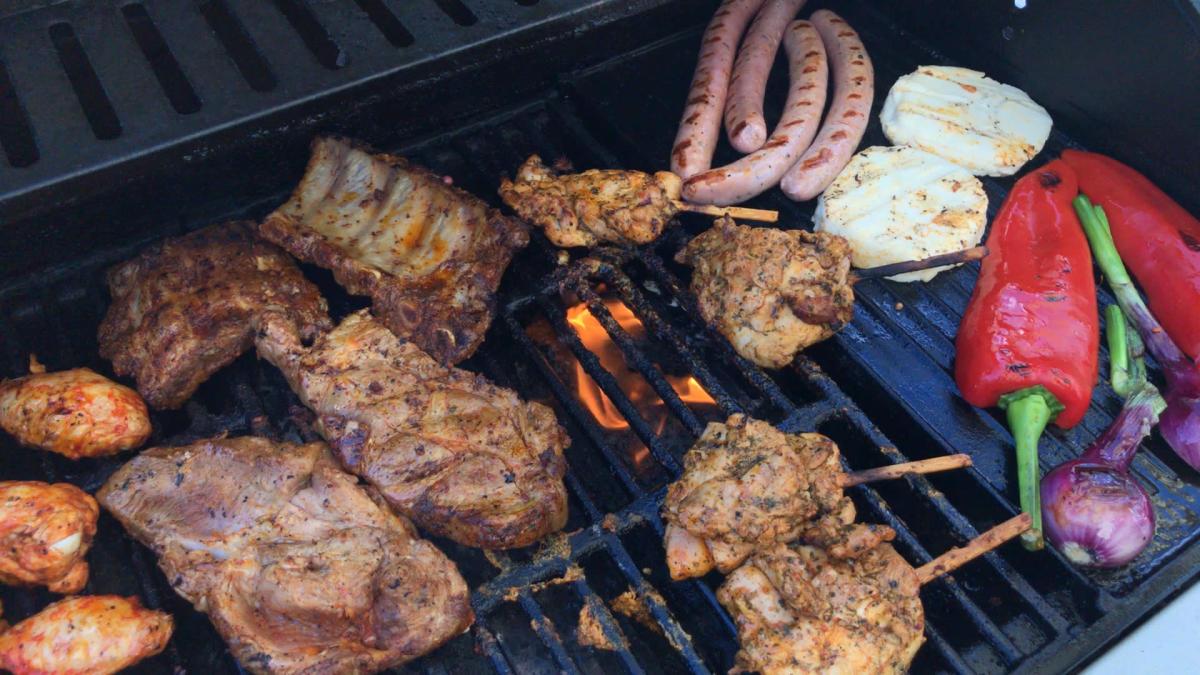 Ruokaa grillissä