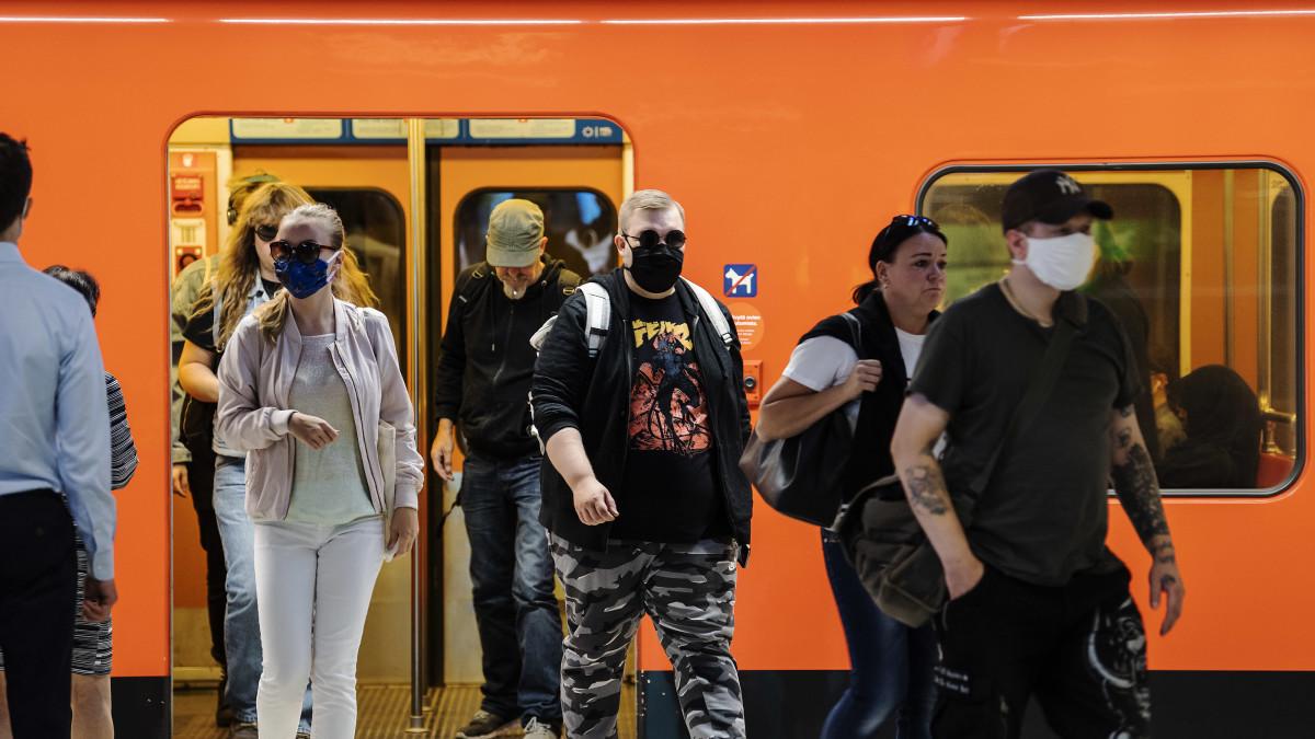 STM:n tiedotustilaisuus koronatilanteesta Suomessa ja ulkomailla