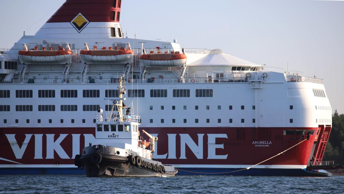 M/S Amorellan siirto Järsön saaren edustalla 23.9.2020.
