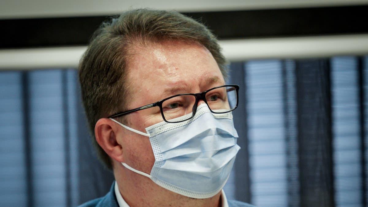 Mika Salminen Terveyden ja hyvinvoinnin laitoksen infossa