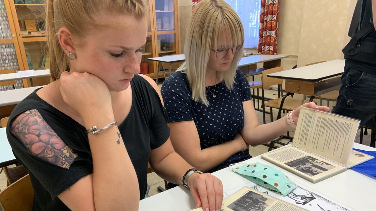 Saksojen yhdistymisestä tasan 30 vuotta – DDR:n koulujärjestelmää verrataan Saksassa yhä Suomen kouluihin