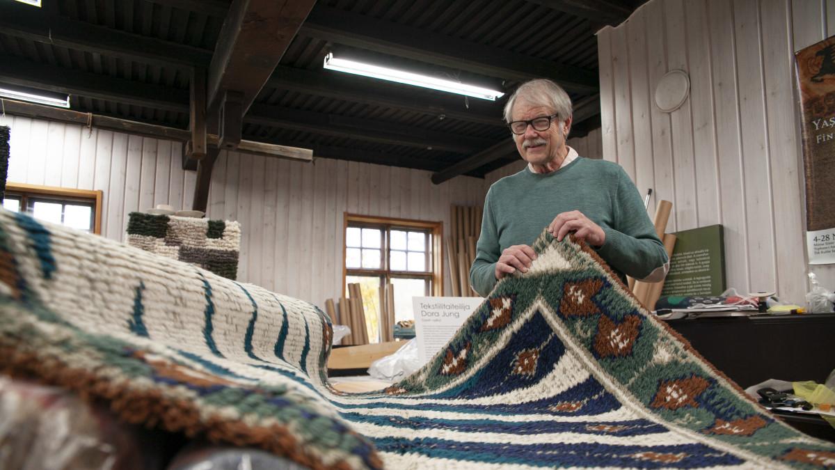 Suomen laajimman ryijykokoelman omistaja