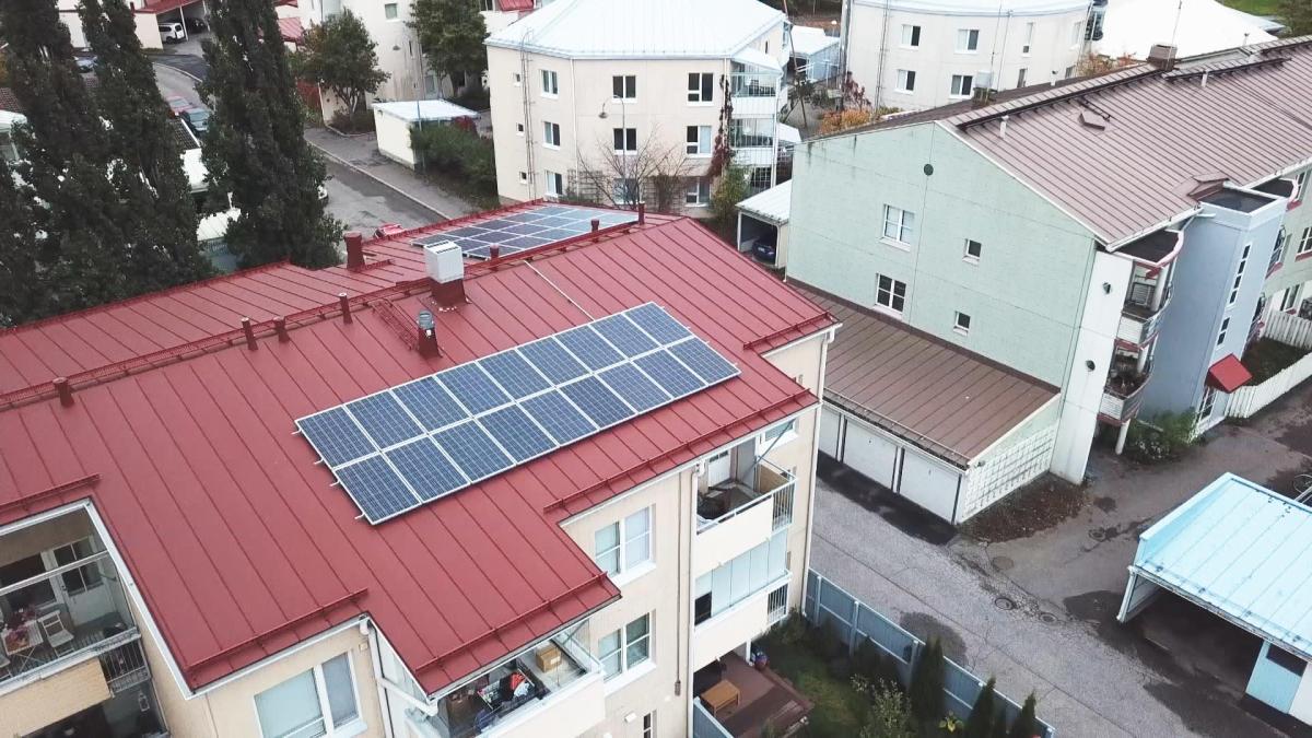 Joko aurinkopaneelit valtaavat taloyhtiöiden katot? Uudistus halventaa aurinkowatteja ja kolminkertaistaa paneelien määrän