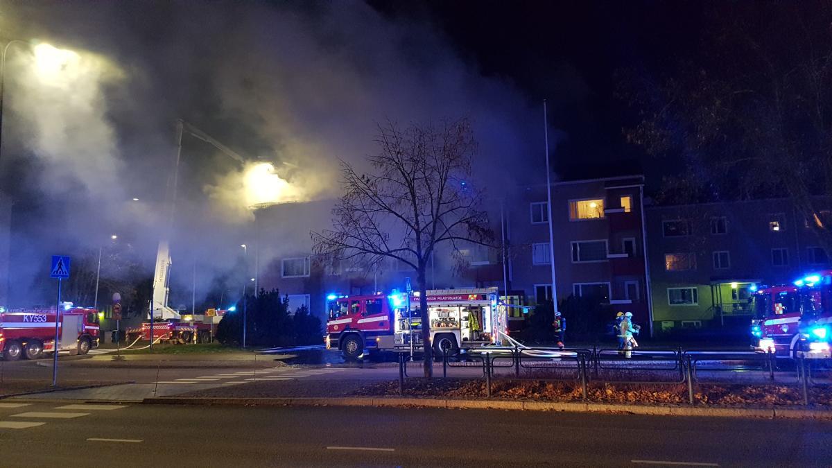 kerrostalopalo aiheuttaa runsaasti savua