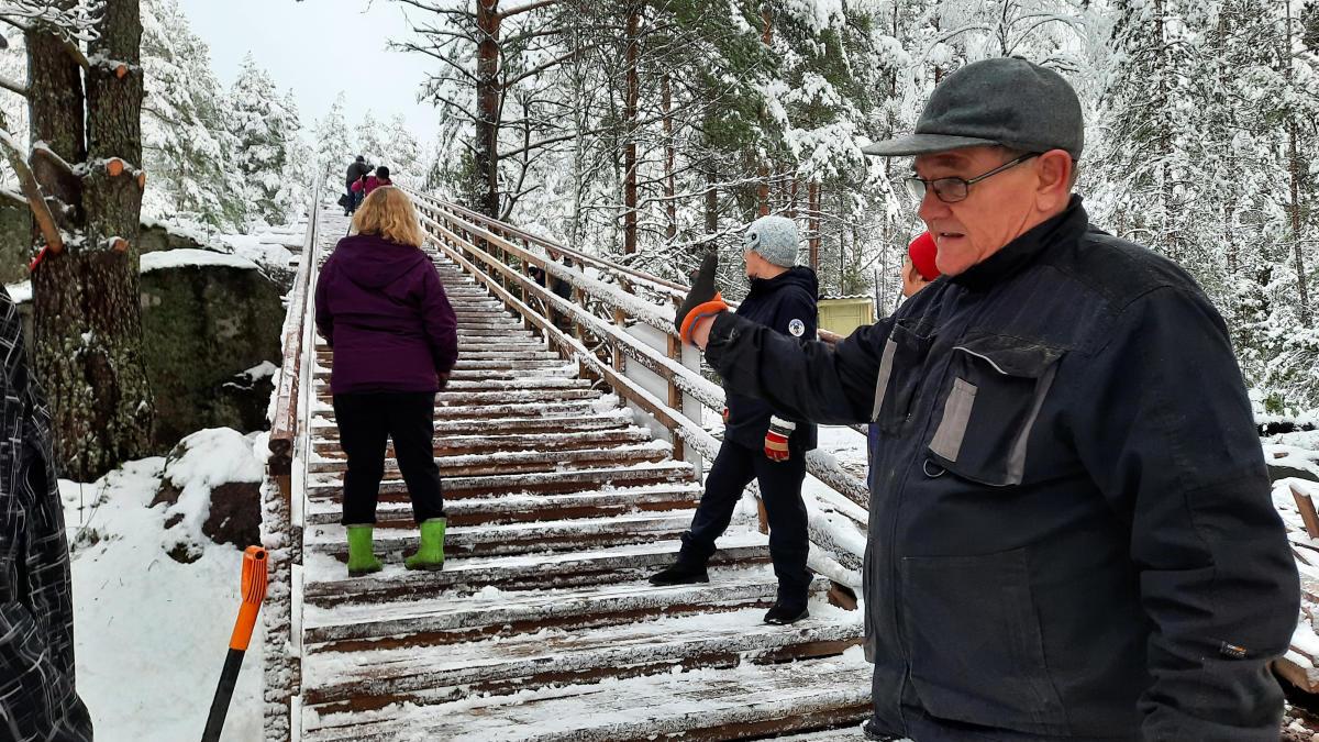 Kuntoportaat nousivat talkoovoimin Lapin Linnavuorelle Raumalla