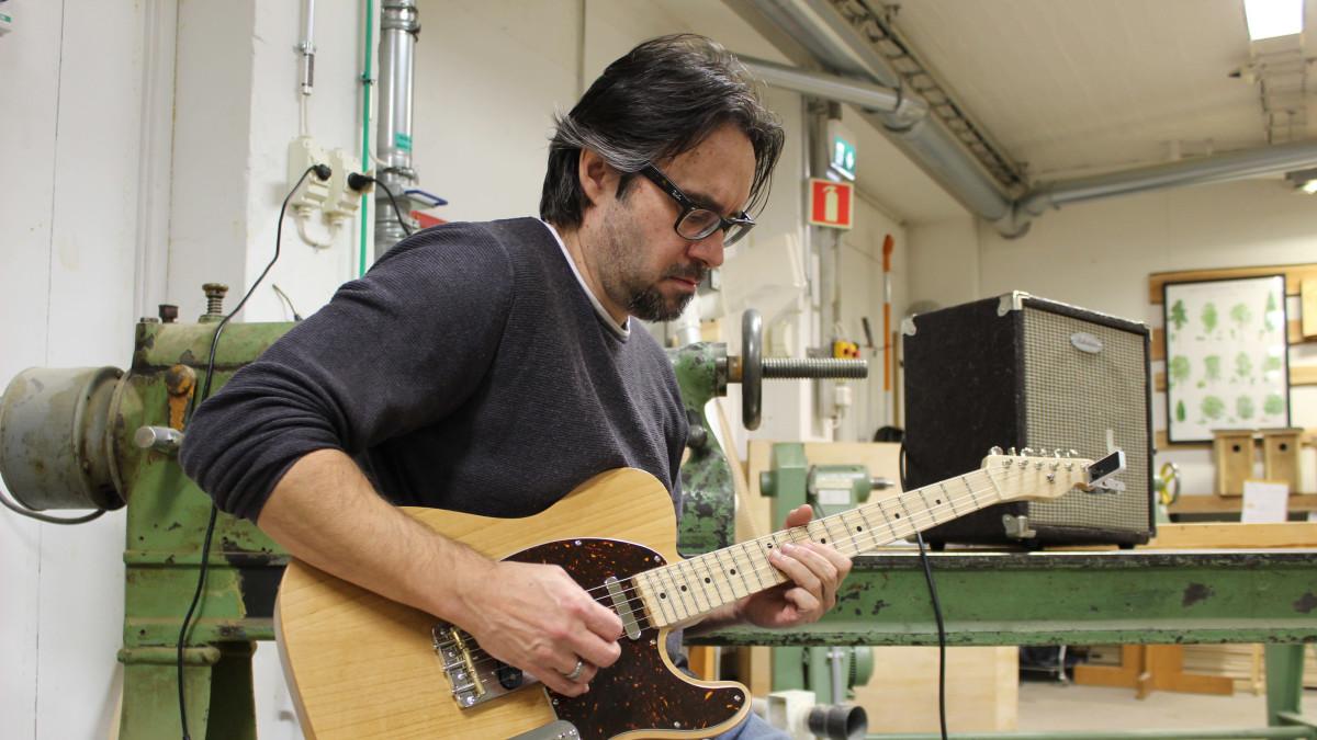 Anthony Brantberg valmisti itse oman sähkökitaransa – näin se soi