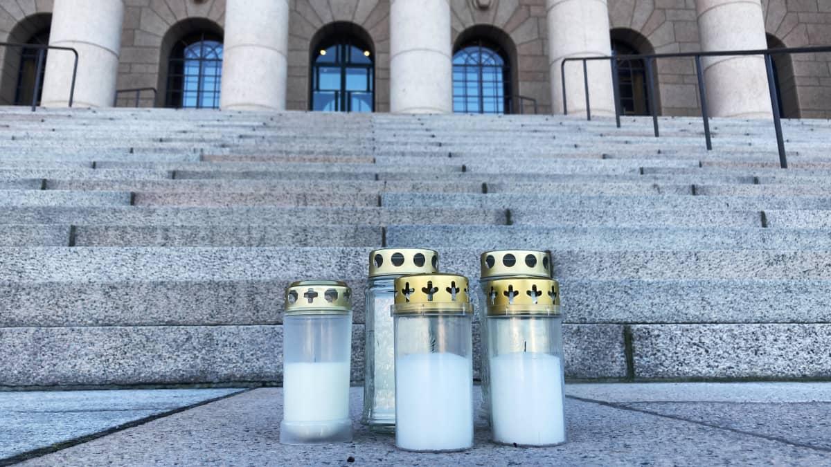 Koskelan uhria muistetaan eri puolilla Suomea tänä iltana