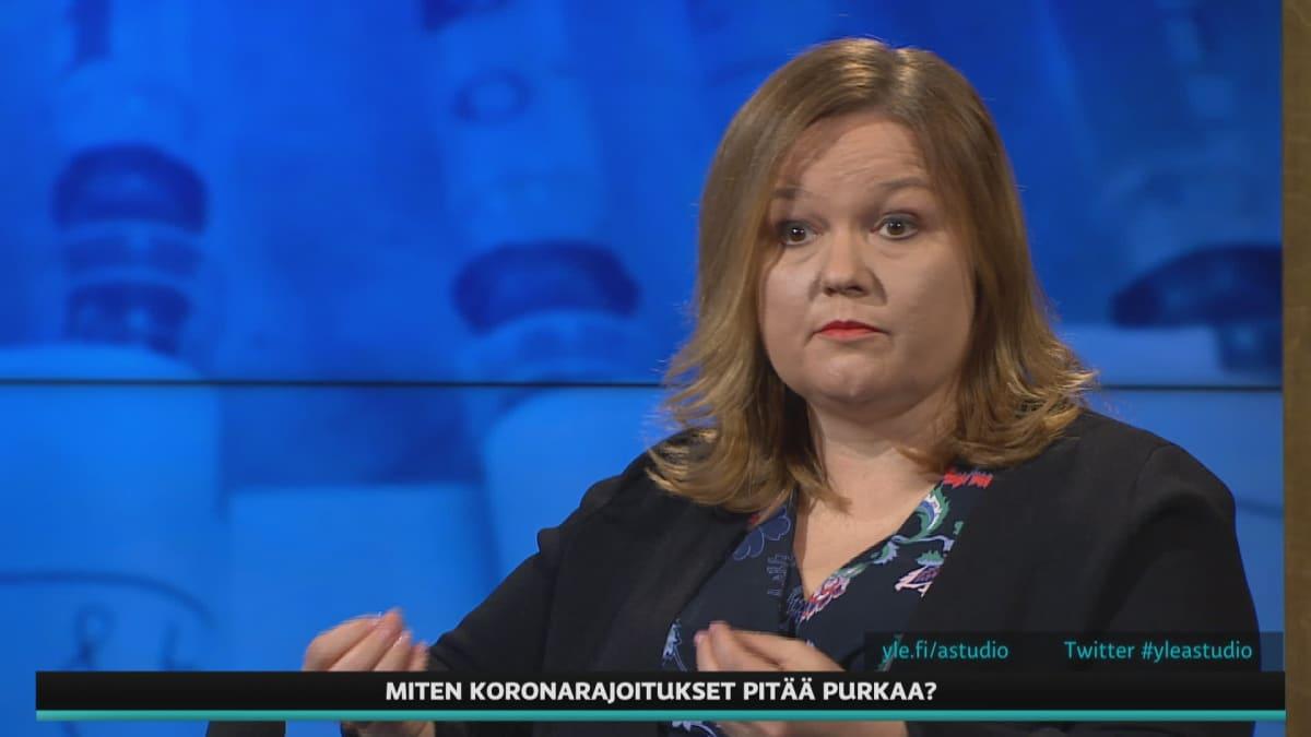 Ministeri Krista Kiuru kommentoi A-Talkissa Astra Zenecan rokotteen vaikutuksia hallituksen exit-suunnitelmiin.