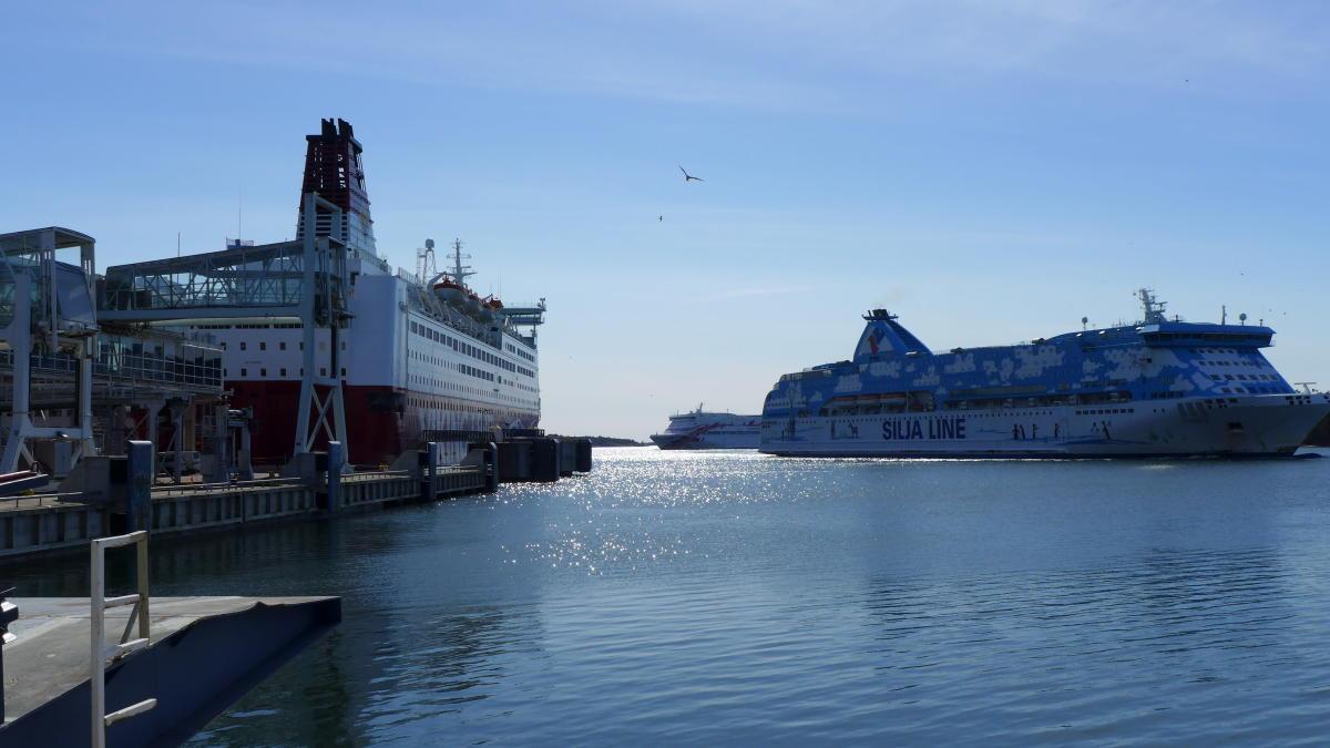 Ruotsinlaivoja Maarianhaminan satamassa