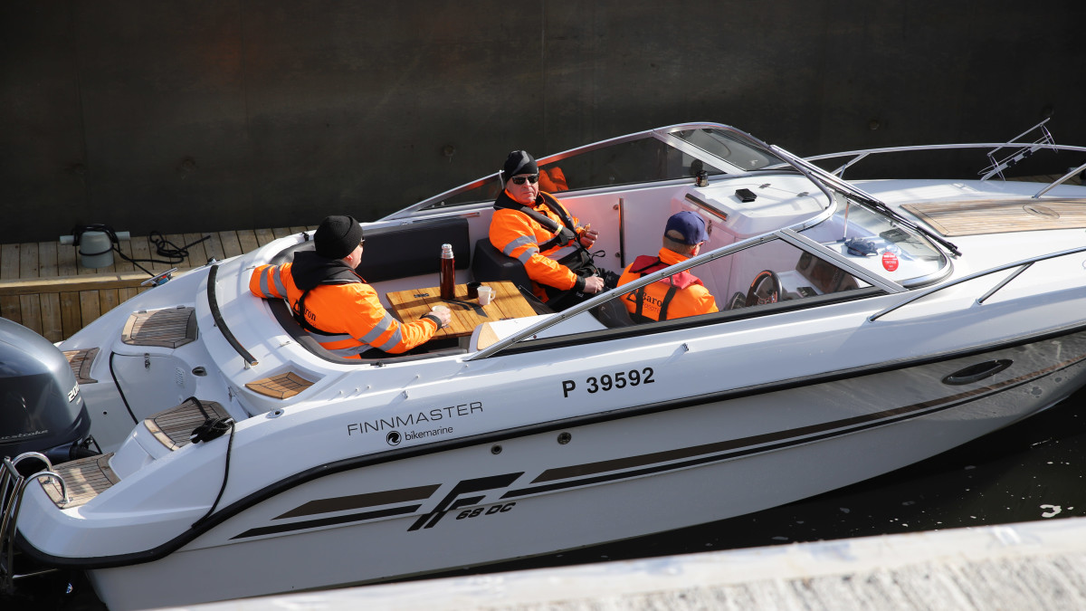 Kimolan kanava avautui – katso, kuinka ensimmäinen vene lipuu kanavaan