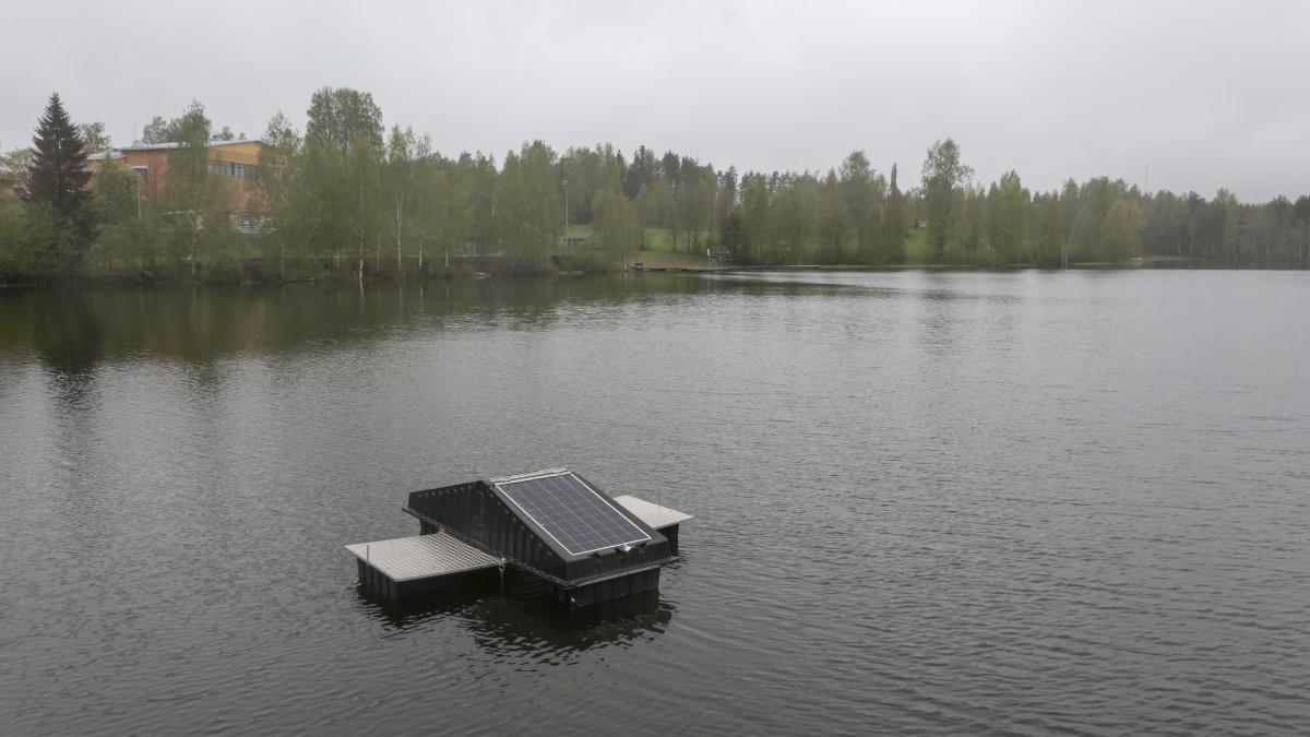 Sinilevän torjuntaan kokeiltava ultraäänilautta Jäppilän Ahvenlammessa