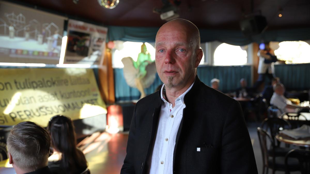 Sheikki Laakso Kouvolan perussuomalaisten kuntavaalivalvojaisissa.