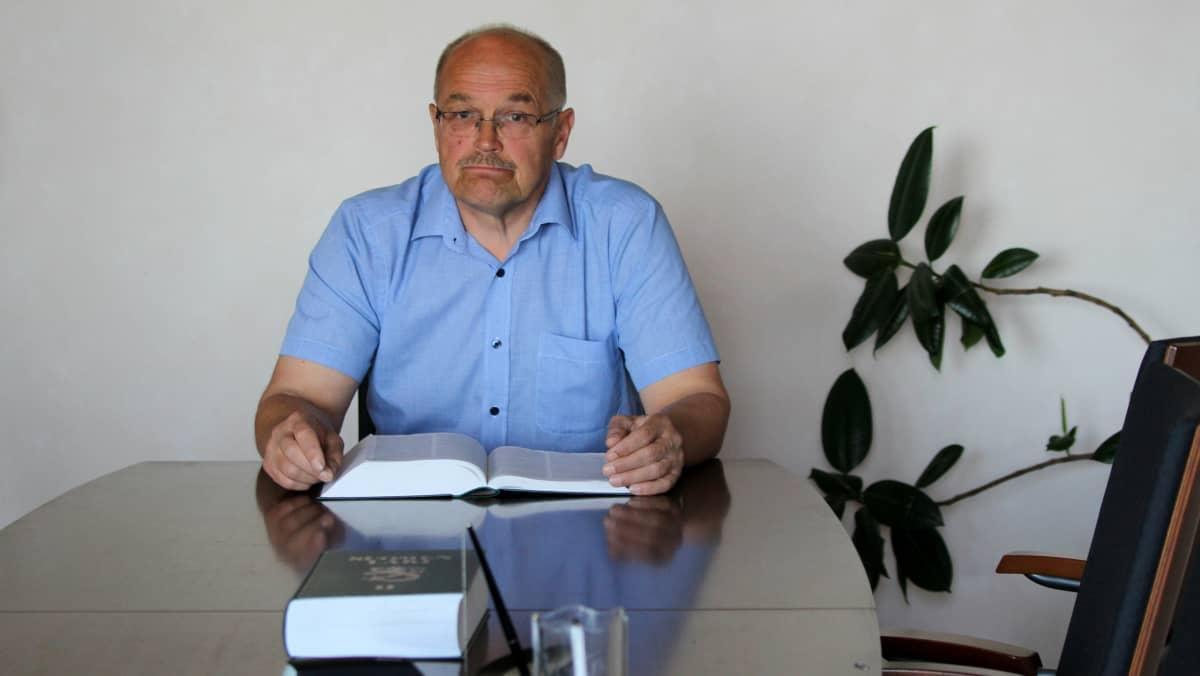 Asianajaja Pekka Tuppurainen.