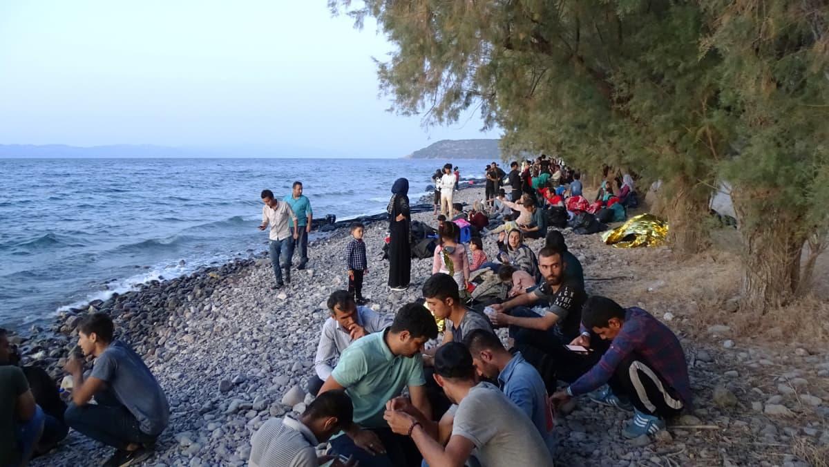 Kuva Lesboksen rannasta, jonne pakolaisia on saapunut kumiveneillä.