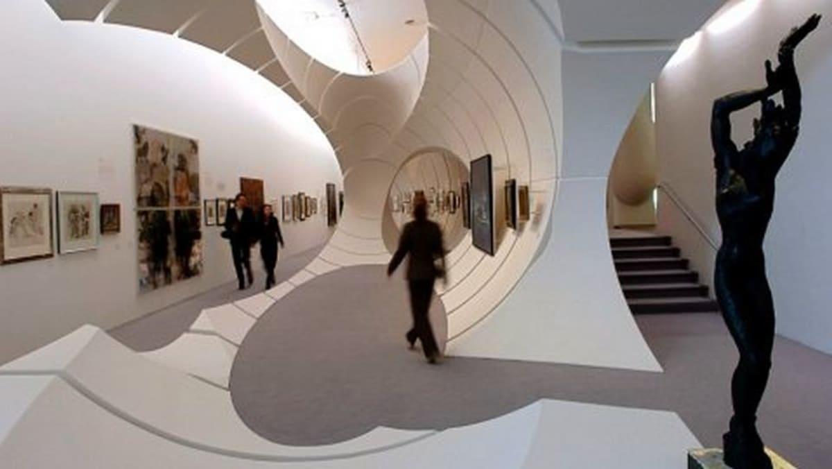 Valokuvassa Berliinin Guggenheim-museo sisältä käsin