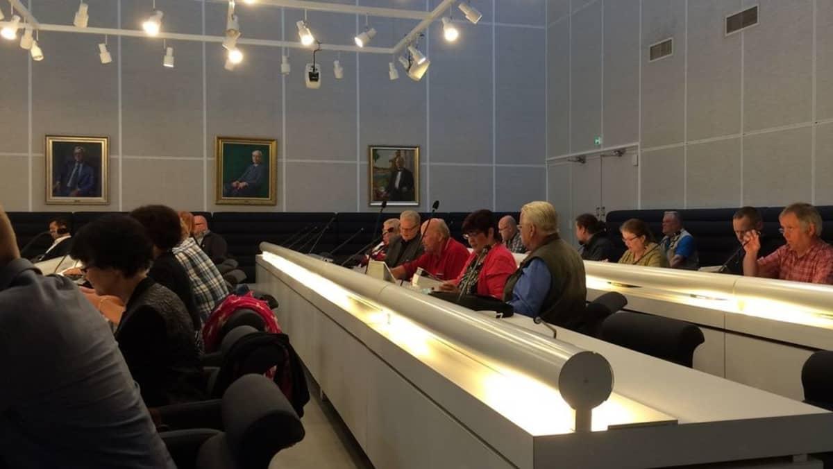 Imatran kaupunginvaltuusto kokouksessa 15.9.2015.