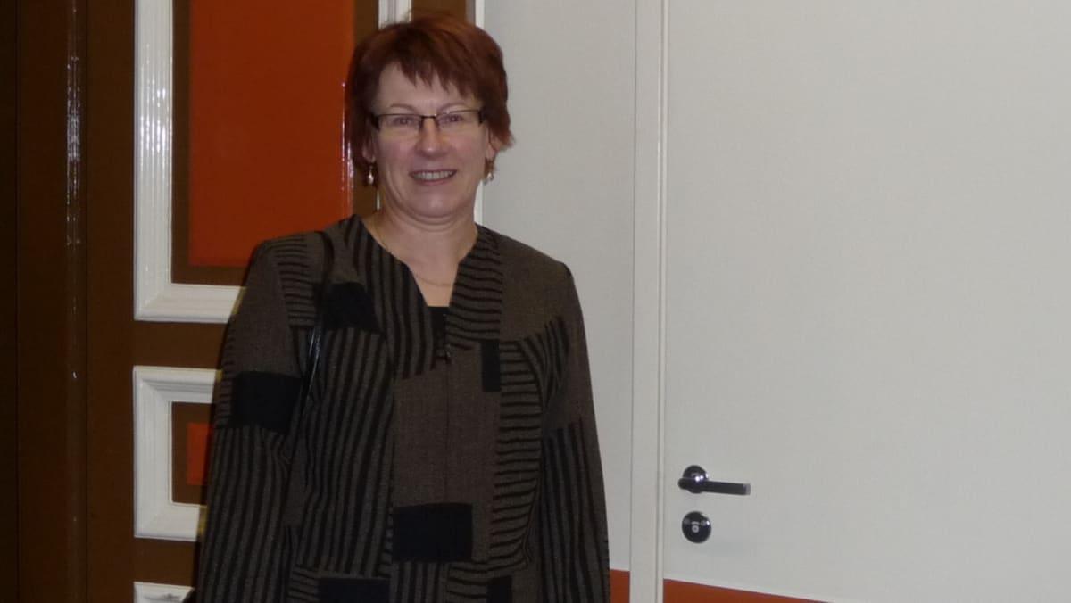 Riistaveden apteekin vastaava hoitaja, farmaseutti Mirja Hyvärinen.