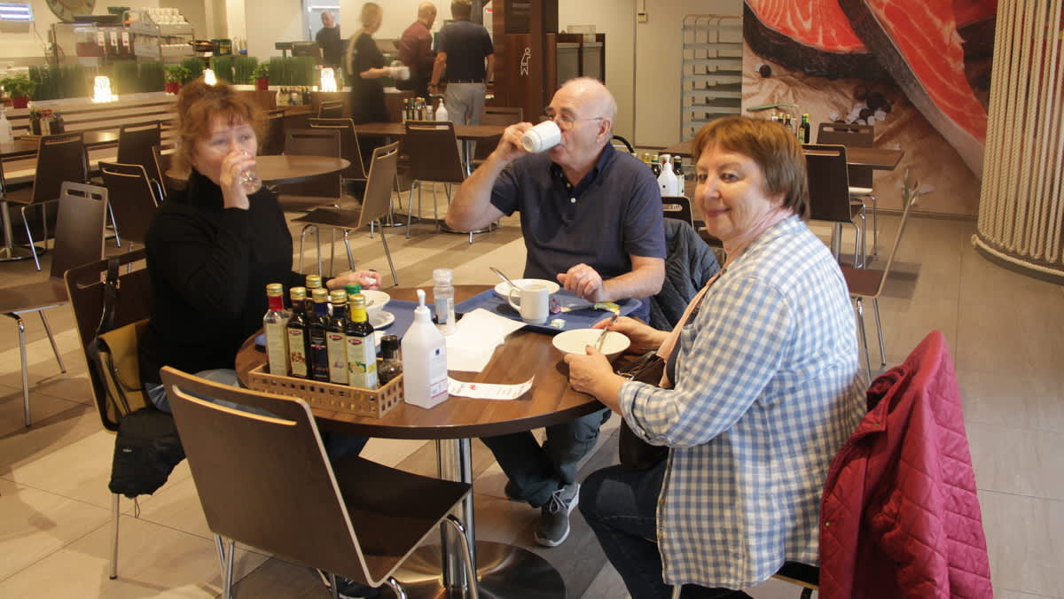 Lounastajia Laplandia-marketissa