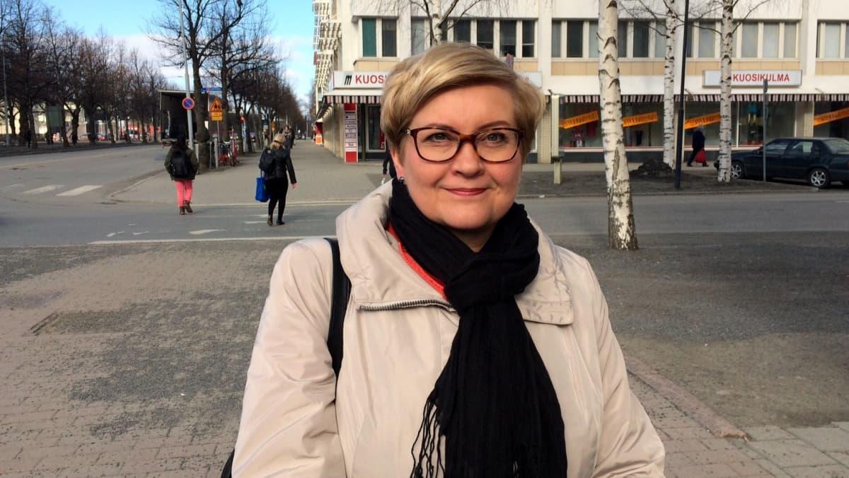 Kunta- ja uudistusministeri Anu Vehviläinen (kesk.).