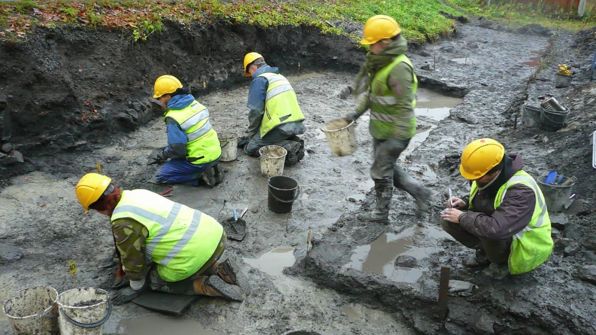 Arkeologinen kaivaus Pirkkalassa
