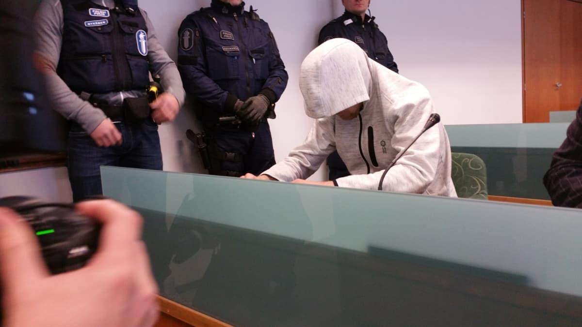 Syytetty oikeudessa