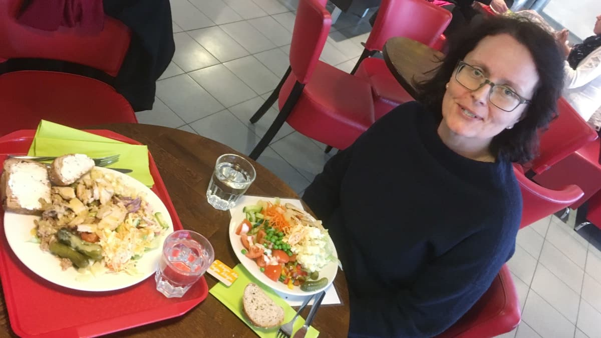 Seija Kohvakka muistuttaa, että salaattiannos kannattaa koota harkiten.