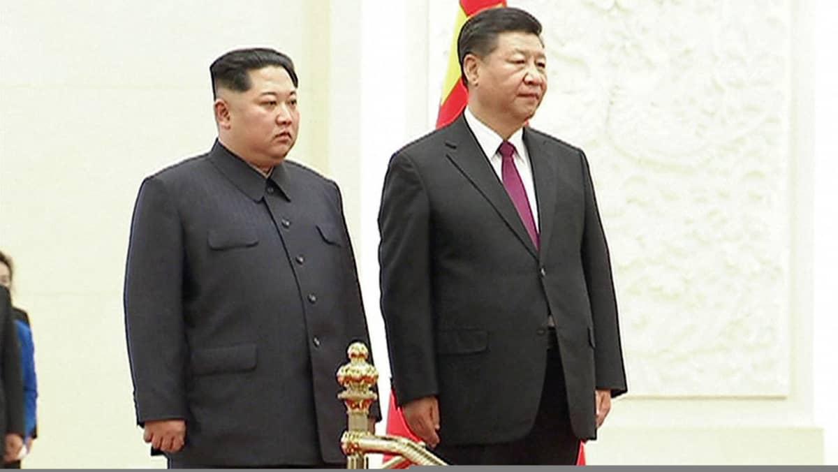 Kim Jong-un ja Xi Jinping kuvattuna Pekingissä.