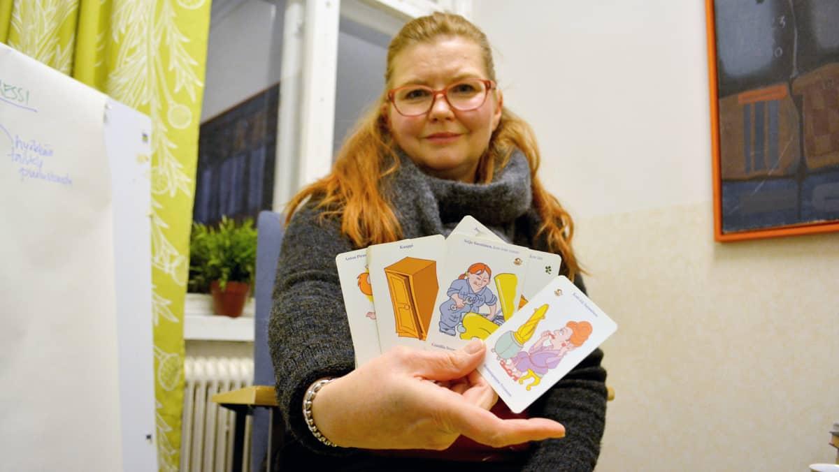 Seksuaali ja psykoterapeutti Nina Mömmö-Koskiniemi.
