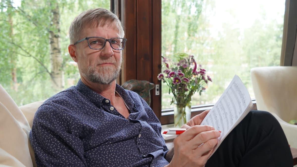 Kääntäjä Mikko Koivusalo.