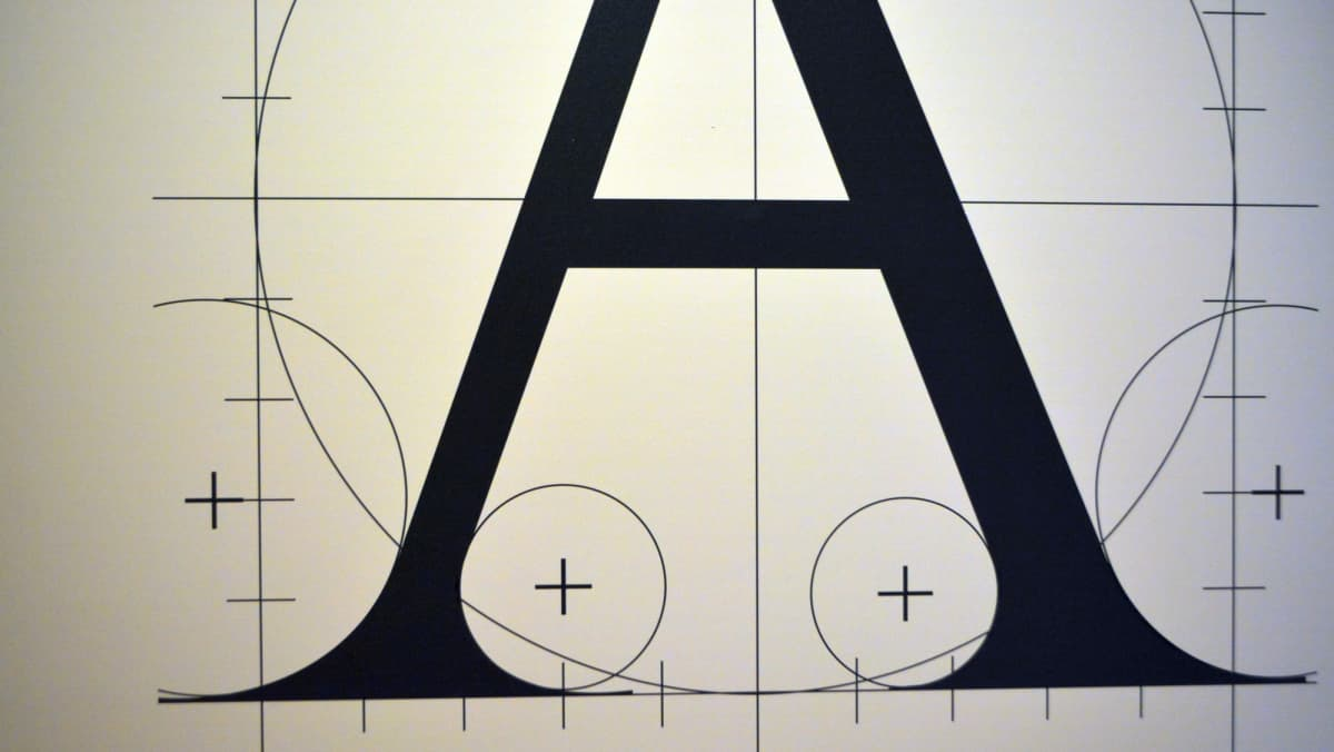 A-kirjain Vapriikin typografianäyttelyssä