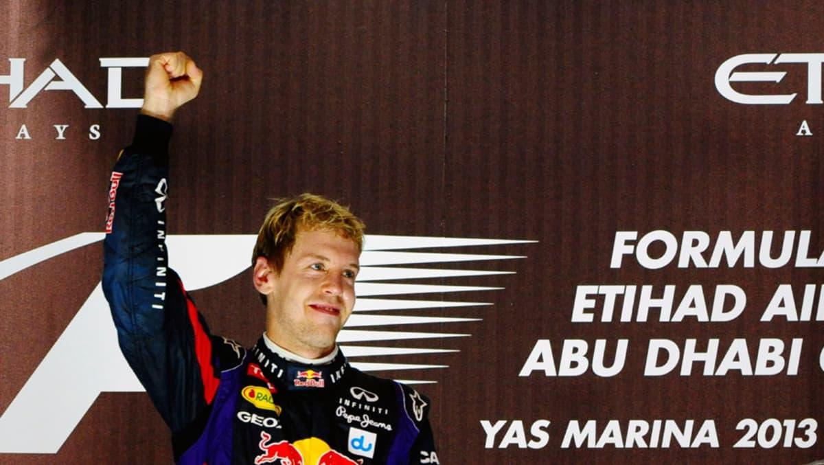 Sebastian Vettel tuulettaa Abu Dhabin osakilpailun voittoa.