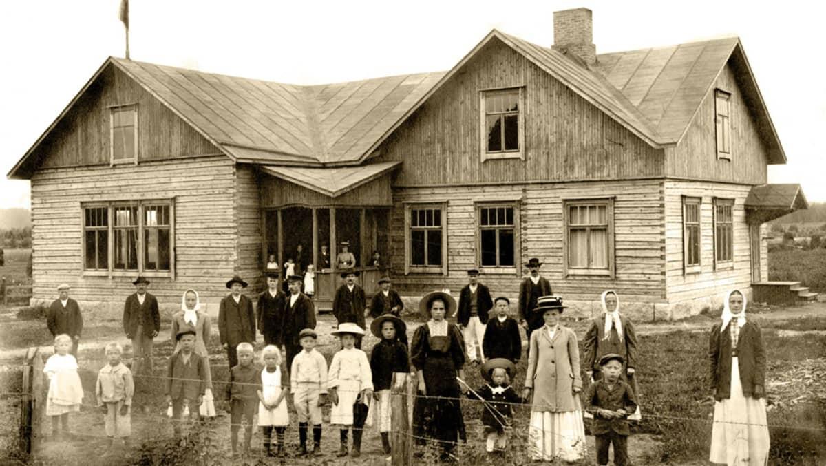 Turengin työväentalo rakennettiin 1910 talkoilla.