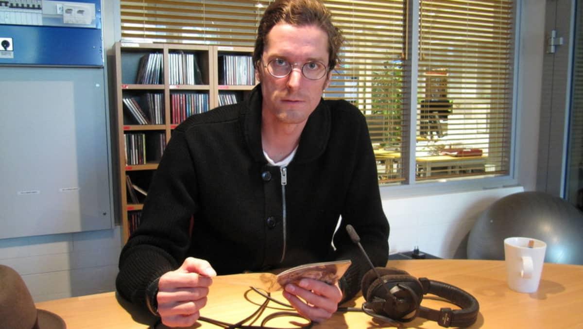 Janne Sivonen Ylen studiossa Joensuussa
