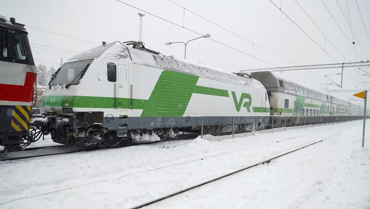 Matkustajajuna törmäsi radalla olleeseen kaivinkoneeseen 180 kilometrin tuntivauhdilla Parkanon aseman pohjoispuolella 3. helmikuuta