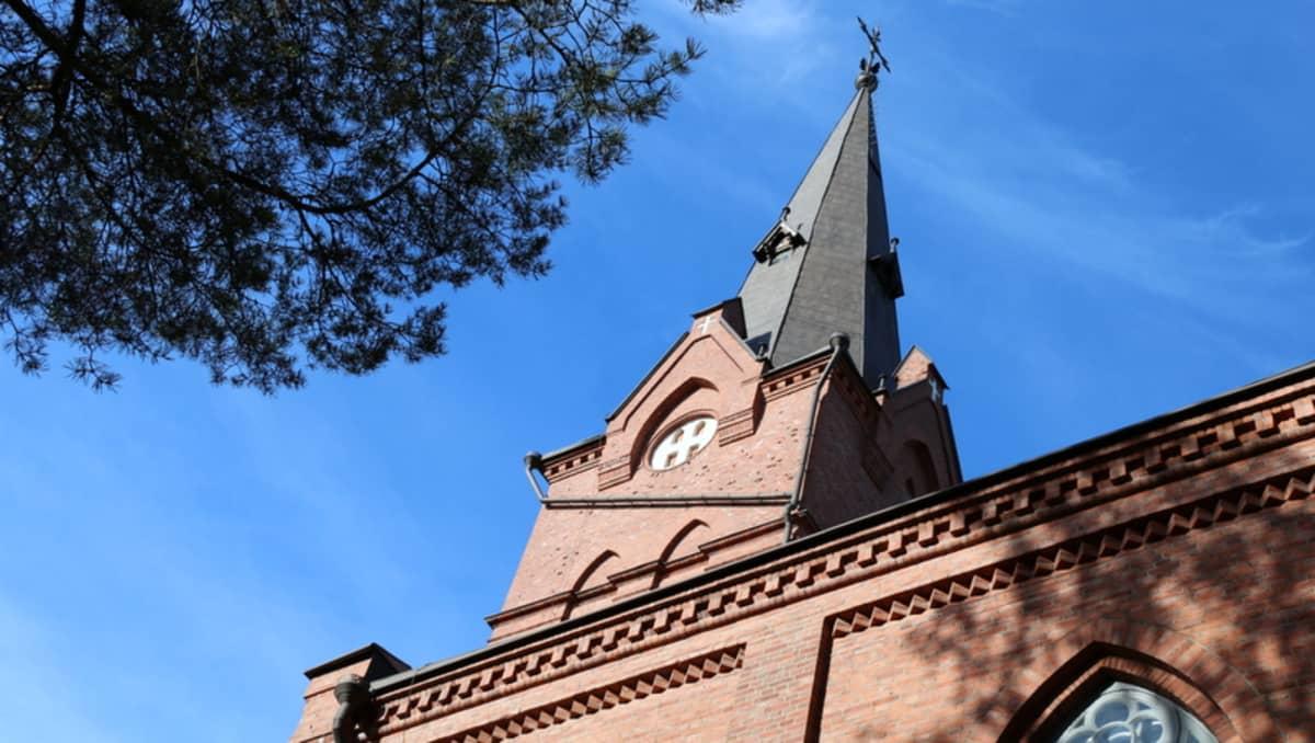 Nurmeksen kirkon torni.