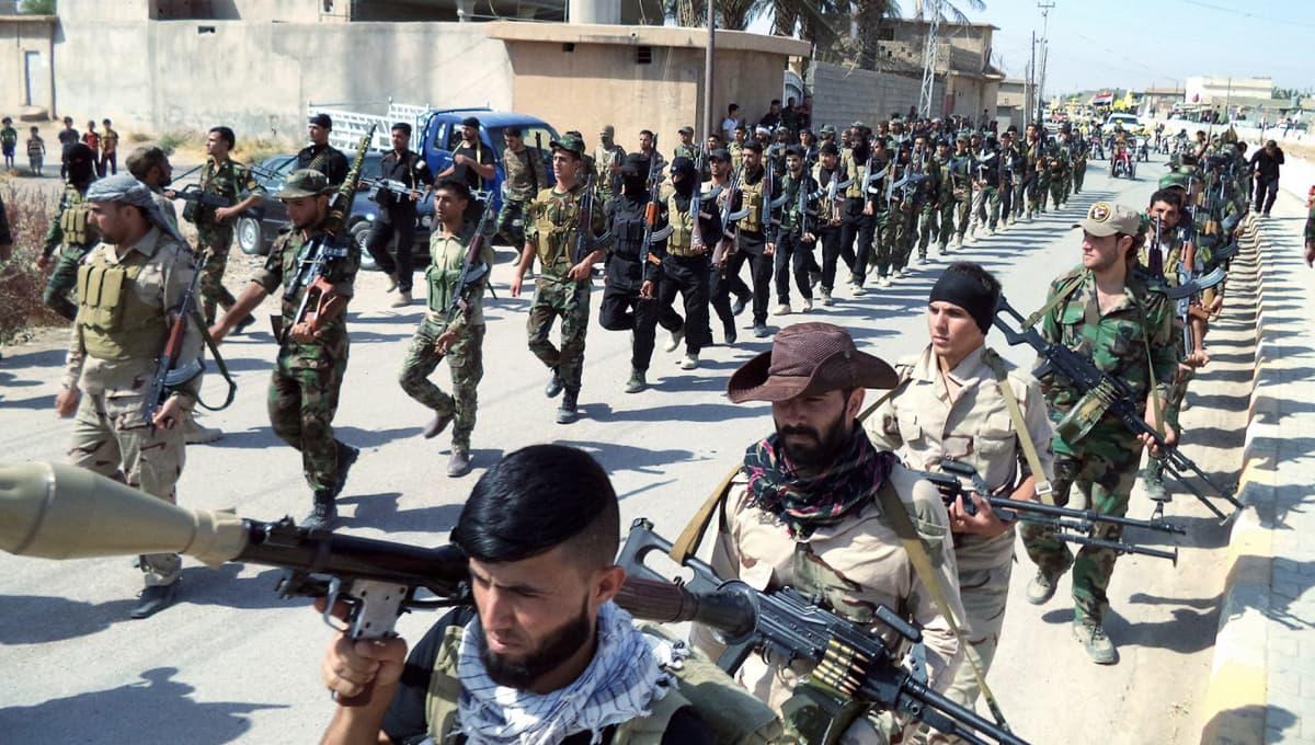 Badr-asejoukkojen paraati Amerlissä Irakissa heinäkuussa 2015.