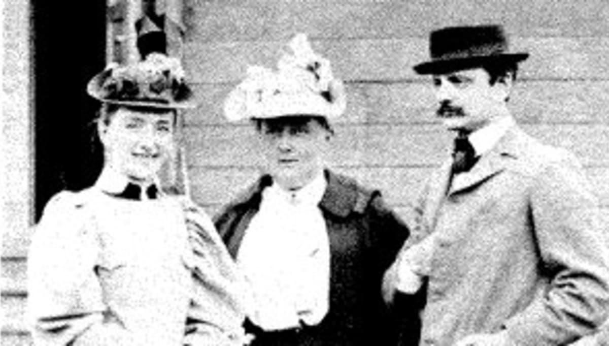 Aino ja Jean Kuopiossa kesällä 1893 Arvid Järnefeltin puolison Emmyn seurassa.