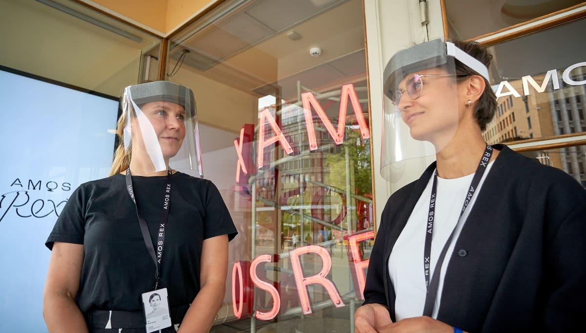 Iia Palovaara, tiedottaja ja Elsa Hessle yhteisöpalvelupäällikkö, Amos Rex